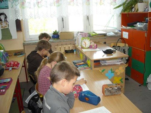 Fotografie z artykułu: Ogólnopolski sprawdzian kompetencji trzecioklasisty 2009