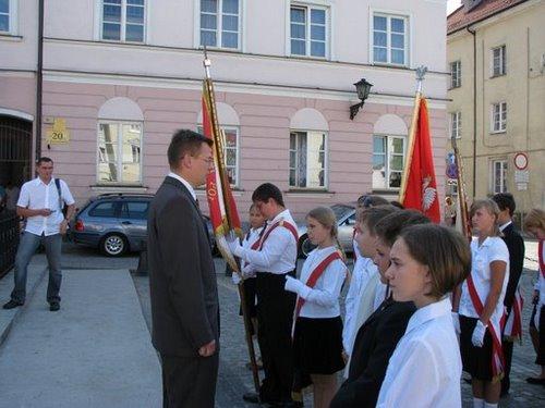 Fotografie z artykułu: Uroczystość przekazania Proporca Pokoju i Księgi Pamiątkowej