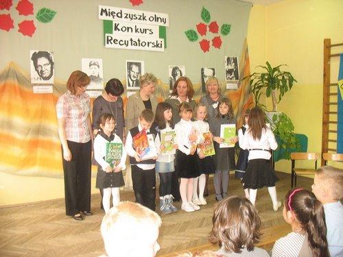Fotografie z artykułu: VIII Międzyszkolny Konkurs Recytatorski