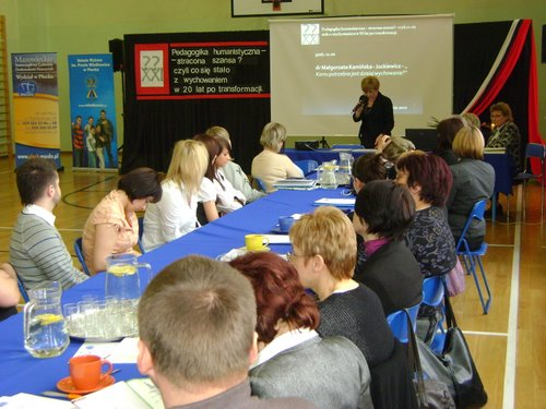 Fotografie z artykułu: Konferencja Naukowo - Szkoleniowa 'Pedagogika humanistyczna - stracona szansa? - czyli co się stało z wychowaniem w 20 lat po transformacji'