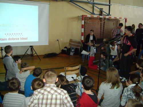 Fotografie z artykułu: Zabawa integracyjna 'WIOSENNE KARAOKE'!!!
