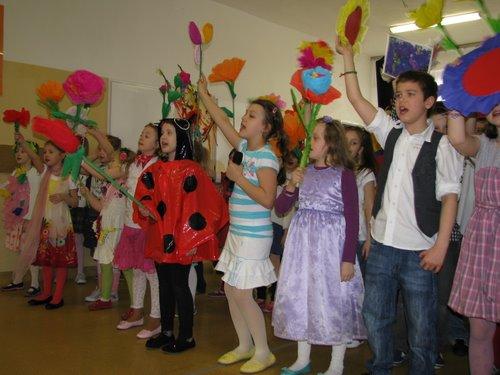 Fotografie z artykułu: Wiosenny apel w kształceniu zintegrowanym