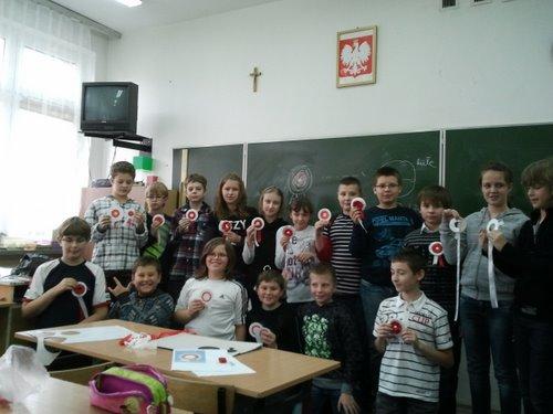 Fotografie z artykułu: Bierzemy udział w ogólnopolskiej akcji 'Kotylion na 11 listopada'