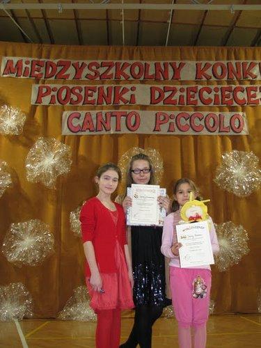 Fotografie z artykułu: Nasze uczennice wyróżnione w konkursie 'CANTO PICCOLO'