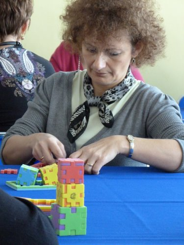 Fotografie z artykułu: Nauczyciele ze szkół z Płocka i okolic odkrywają 'radosne sześciany'