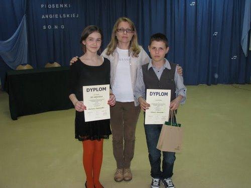 Fotografie z artykułu: X Międzyszkolny Festiwal Piosenki Angielskiej 'Song'