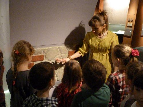 Fotografie z artykułu: Wizyta w Muzeum- pierwszaki poznają historyczne, płockie budowle!
