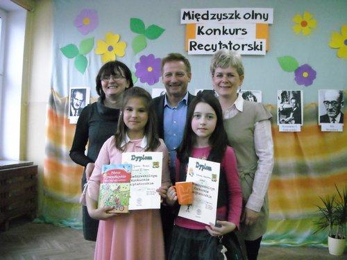 Fotografie z artykułu: X Międzyszkolny Konkurs Recytatorski rozstrzygnięty!