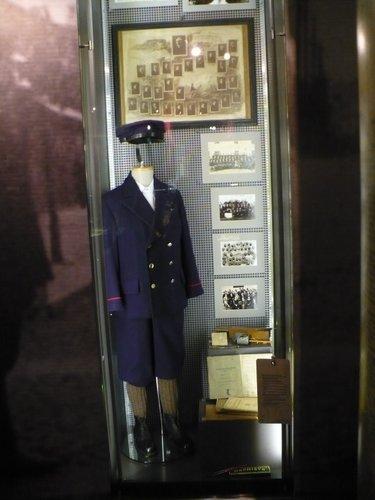 Fotografie z artykułu: Pierwszaki odkrywają tajemnice niebieskiego mundurka