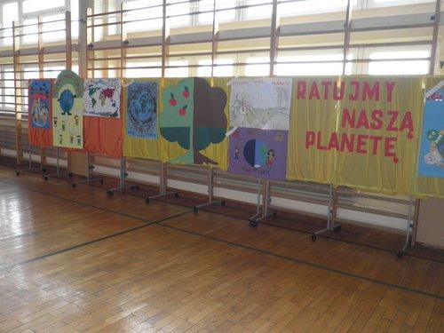 Fotografie z artykułu: X Powiatowy Międzyszkolny Konkurs Ekologiczny pod hasłem 'Ratujmy naszą planetę'.