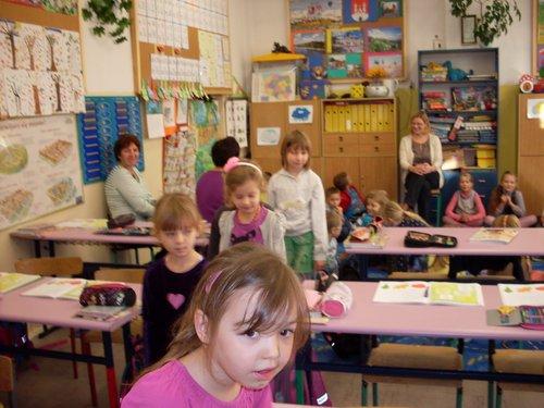 Fotografie z artykułu: Przedszkolaki z wizytą u drugoklasistów