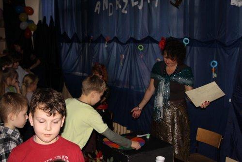 Fotografie z artykułu: Andrzejki w szkolnej świetlicy