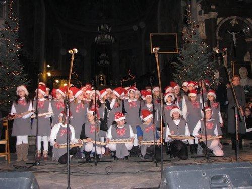Fotografie z artykułu: Chór 'Viva la musica' na 'Płockim Kolędowaniu'  w Bazylice Katedralnej