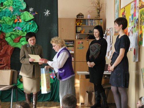 Fotografie z artykułu: Rozstrzygnięcie konkursu plastycznego w świetlicy szkolnej 'Pomagamy zwierzętom przetrwać zimę'