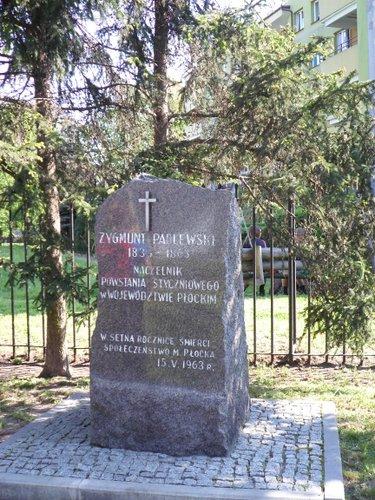 Fotografie z artykułu: Gra miejska ku pamięci gen. Zygmunta Padlewskiego