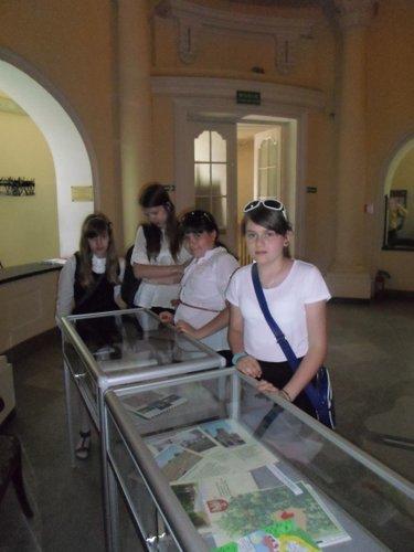 Fotografie z artykułu: Laureatki Wojewódzkiego Konkursu Historycznego 'Mazowsze - moja Ojczyzna'