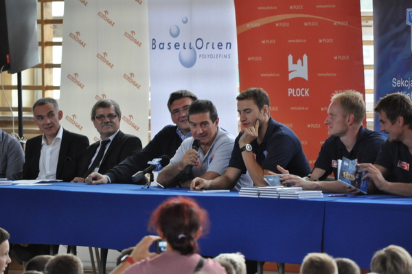 Fotografie z artykułu: Gramy w ręczną - Uczniowski Kalendarz Sportowy 2013/14