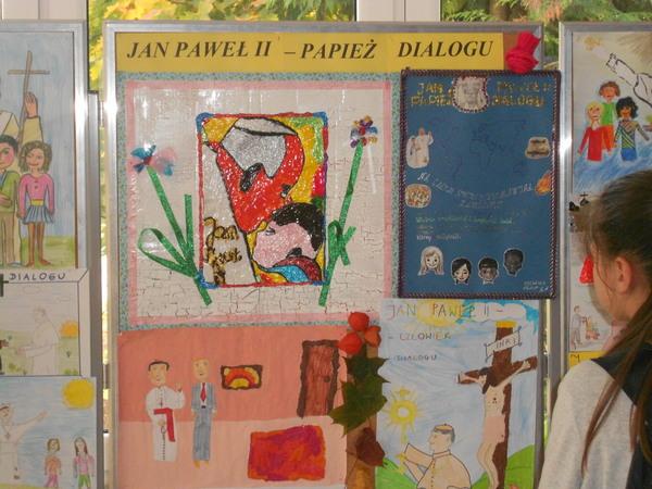 """Fotografie z artykułu: """"Jan Paweł II – Papież Dialogu""""."""