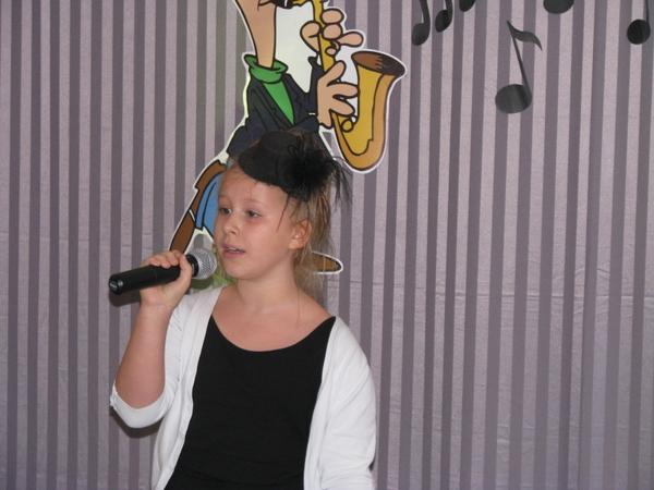 Fotografie z artykułu:  Międzyszkolny Konkurs Piosenki z Okazji Dnia Edukacji Narodowej BELFER 2013 dla uczniów klas IV - VI