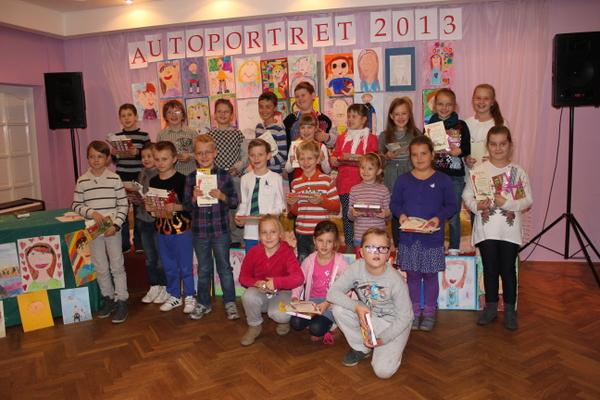 """Fotografie z artykułu: Międzyszkolny konkurs plastyczny  """"Autoportret 2013""""."""