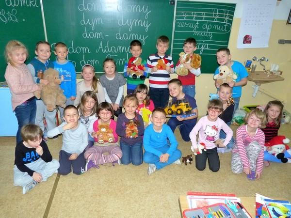 Fotografie z artykułu: Sprawmy  innym dzieciom radość na Mikołajki