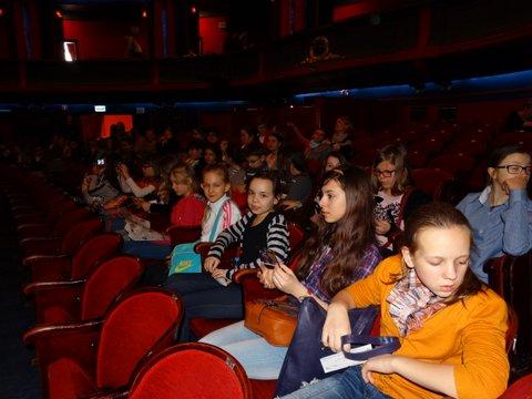 Fotografie z artykułu: Chór na musicalu w warszawskiej Romie