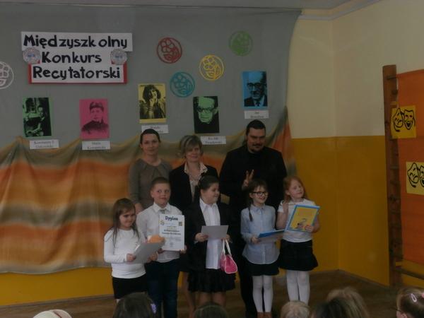 Fotografie z artykułu: Międzyszkolny Konkurs Recytatorski