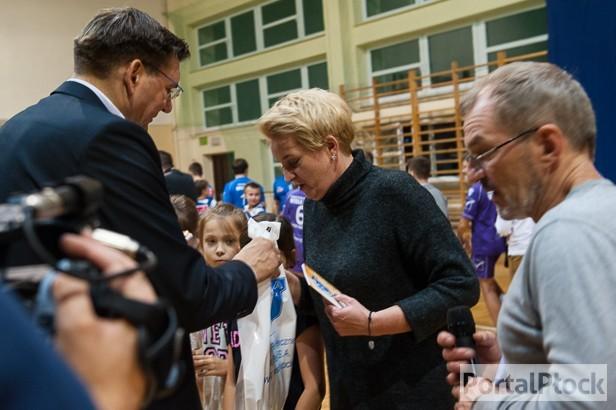 Fotografie z artykułu: Uroczystość wręczenia paszportów Płockiej Akademii Piłki Ręcznej