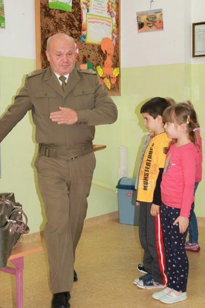 Fotografie z artykułu: Lekcja patriotyzmu wśród zuchów z klas Ig i Ih