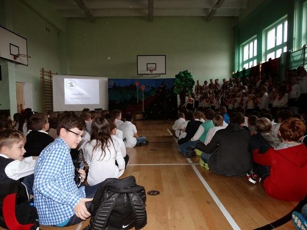 Fotografie z artykułu: Narodowe Święto Niepodległości w naszej szkole.