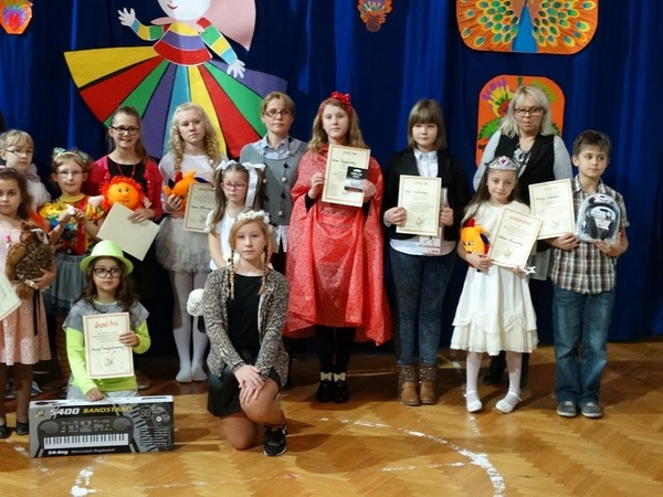 Fotografie z artykułu: Powiatowy Konkurs Piosenki Dziecięcej 'Canto Piccolo' - mamy laureatkę!