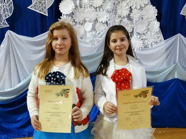 Fotografie z artykułu: XI Rejonowy Konkurs Duetów - Kolędy i pastorałki - laureatki!