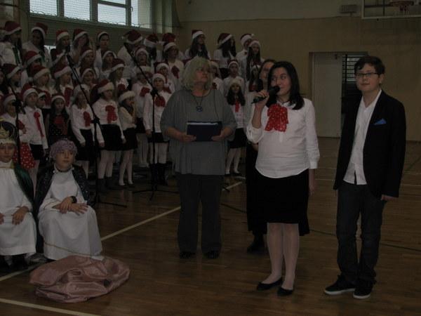 """Fotografie z artykułu: """"Nasza szkoła na audiencji u Dzieciątka Jezus"""""""