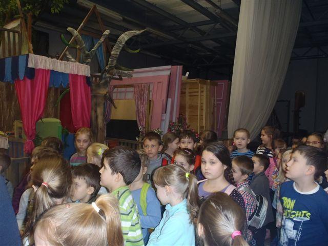 """Fotografie z artykułu: """"Jaś i Małgosia"""" – wizyta w Teatrze Dramatycznym klas Ie, If, Ig"""