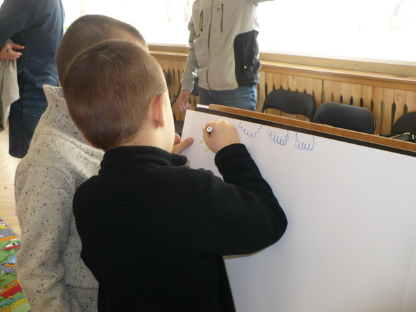 Fotografie z artykułu: Radosna zabawa w Przedszkolu Integracyjnym