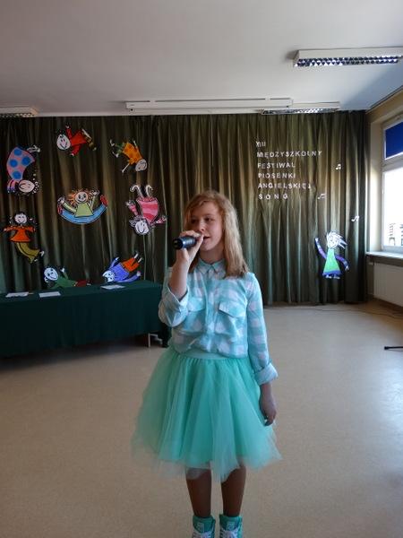 Fotografie z artykułu: XIII Międzyszkolny Festiwal Piosenki Angielskiej SONG