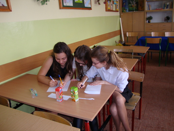 Fotografie z artykułu: Międzyszkolny Konkurs Czytelniczy Otwórzmy wyobraźnię