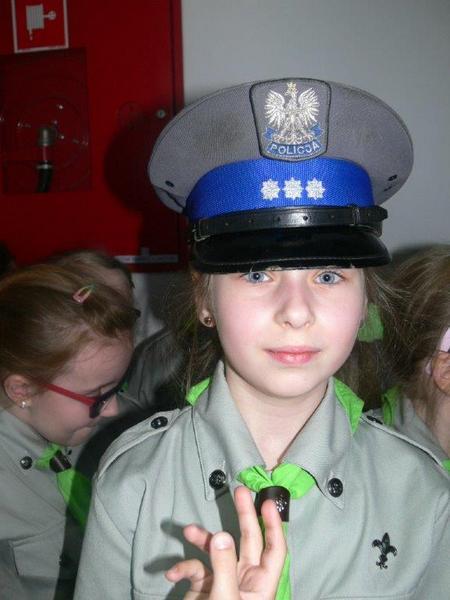 Fotografie z artykułu: Zuchy zdobyły sprawność policjanta!