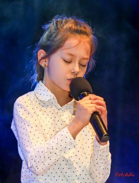 Fotografie z artykułu: Ania wyśpiewała I miejsce!