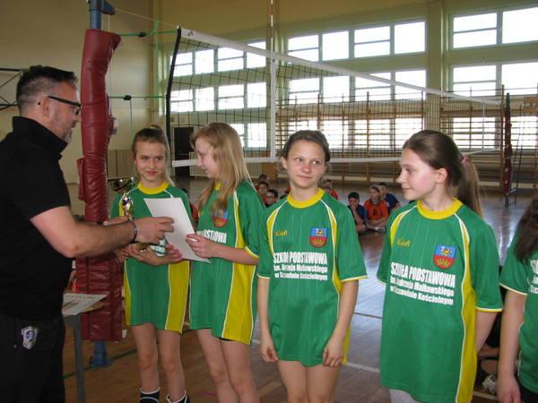 Fotografie z artykułu: Międzypowiatowe Igrzyska Młodzieży Szkolnej dziewcząt i chłopców.