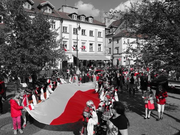 Fotografie z artykułu: Nasz chór świętował Dzień Flagi !