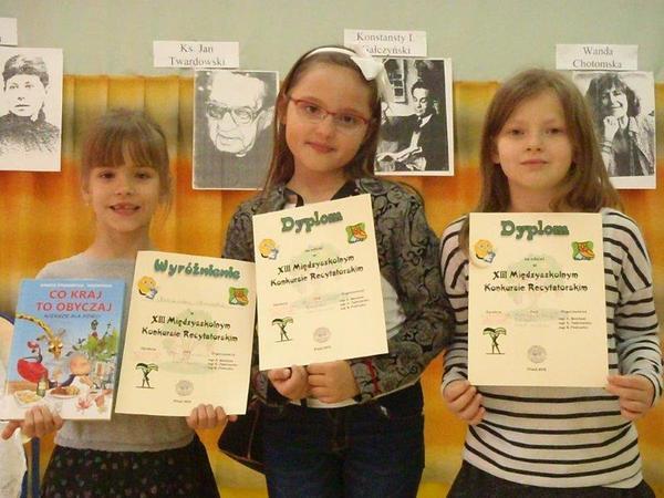Fotografie z artykułu: Aleksandra wyróżniona w konkursie recytatorskim!