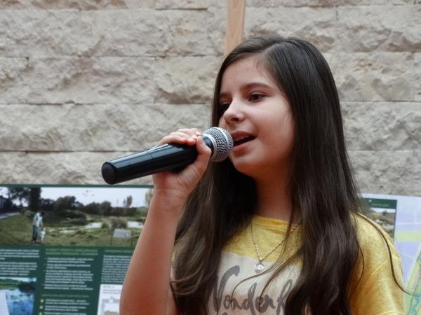 Fotografie z artykułu: REGIONALNY FESTIWAL ZIELENI - występ solistek chóru 'Viva la musica'.
