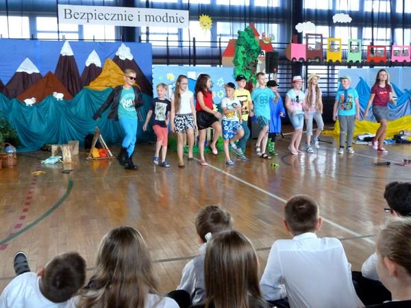Fotografie z artykułu: Uroczystość zakończenia roku szkolnego 2014/15