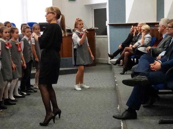 Fotografie z artykułu: Uroczystość nadania mianowania nauczycielom i występ chóru w Urzędzie Miasta Płock.