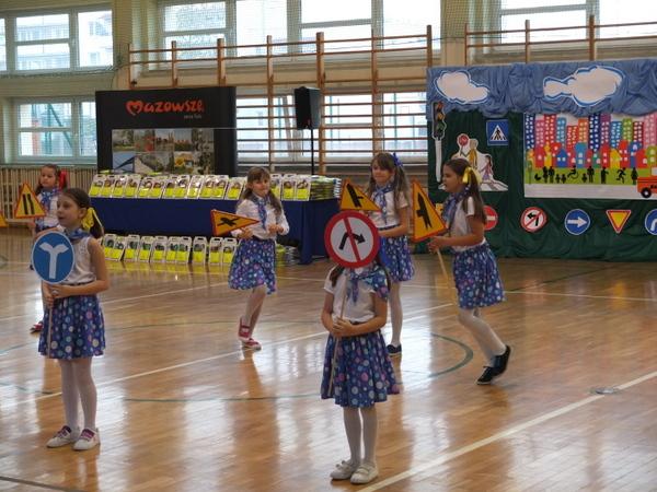 Fotografie z artykułu: Bezpieczna droga do szkoły - spotkanie uczniów z płockich szkół podstawowych
