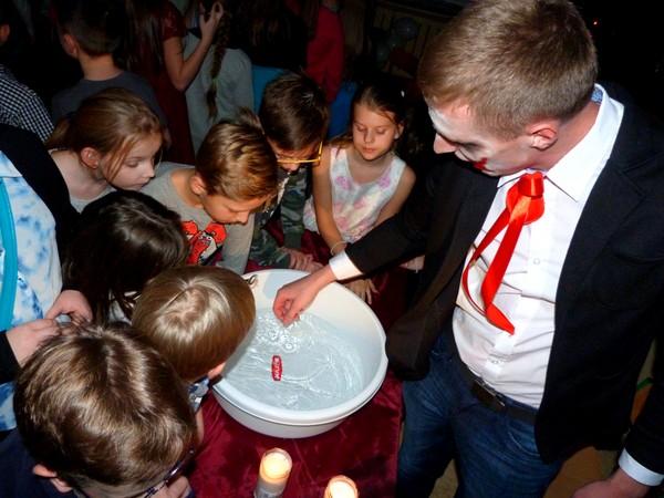 Fotografie z artykułu: Integracyjna zabawa andrzejkowa wraz ze studentami PWSZ w Płocku