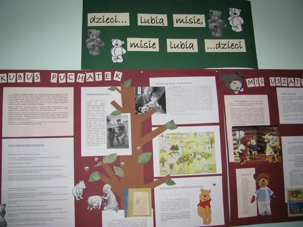 Fotografie z artykułu: Misie w szkolnej bibliotece.