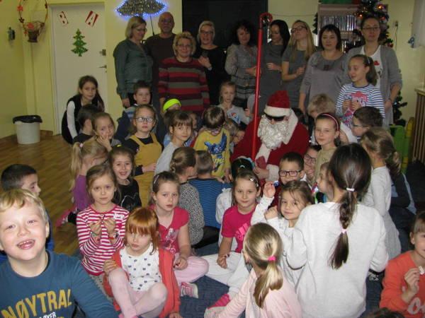 Fotografie z artykułu: Spotkanie wigilijne w świetlicy szkolnej.