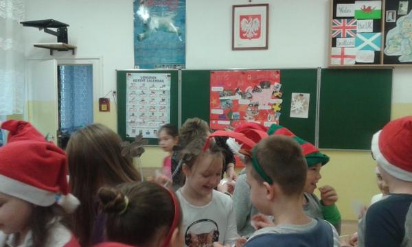 """Fotografie z artykułu: Spotkanie wigilijno – świąteczne """"Merry Christmas and a Happy New Year """""""